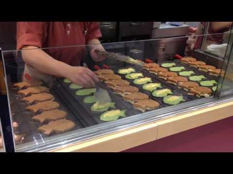 [Japanese culture]Japan food!Taiyaki ! fish-shaped pancake filled with bean jam!