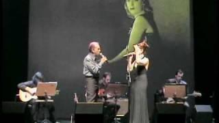 """Pery Ribeiro e Vânia Bastos cantam """"Saia do Caminho"""" 2009"""