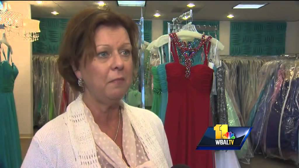 6dbb16aad47 Scammers target prom-goers with shoddy dresses - YouTube