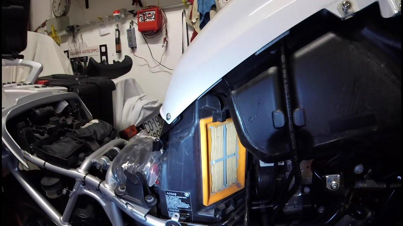 Sostituzione filtro aria al bmw r1200gs del 2012 parte for Filtro aria cabina passat 2012