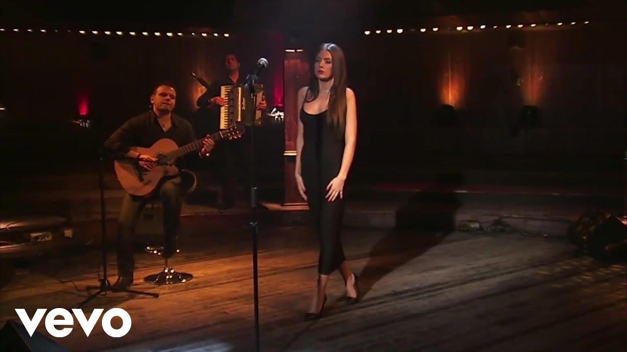 Download Elvana Gjata - Pak nga pak (Acoustic Live Session)