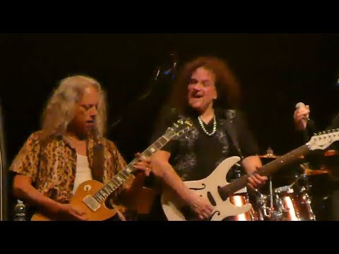 "METALLICA's Kirk Hammett joined UFO on stage for ""Doctor Doctor"" and ""Shoot Shoot"""