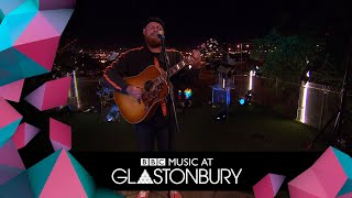 Tom Walker performs Just You and I in acoustic session at Glastonbury 2019 Video