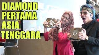 Download Video DETIK-DETIK PENYERAHAN DIAMOND PERTAMA DI ASIA TENGGARA MP3 3GP MP4