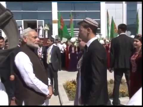 Narendra Modi unveils the bust of the Mahatma Gandhi in Ashgabat, Turkmenistan