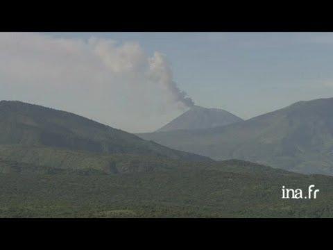 Tanzanie : volcan, fumée et cratère