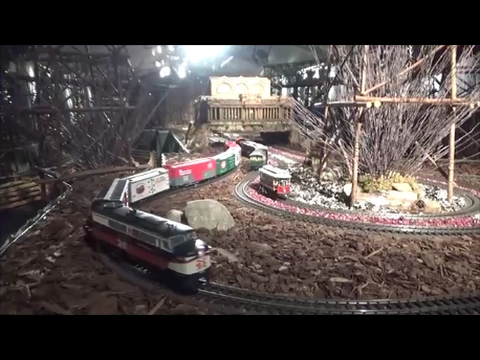 PENNSYLVANIA AND NEW HAVEN RAILROAD LIONEL TOY TRAINS ON TOY MOUNTAINRAILROAD BRIDGES
