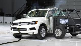 2011 Volkswagen Touareg side IIHS crash test