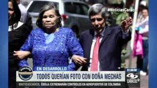 En posesión de 'JuanPa', todos querían una foto con doña Mechas - 8 de Agosto de 2014
