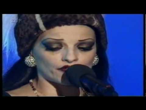 Клип Nina Hagen - Der Wind hat mir ein Lied erzählt