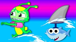 Groovy The Martian plays with Baby shark song!