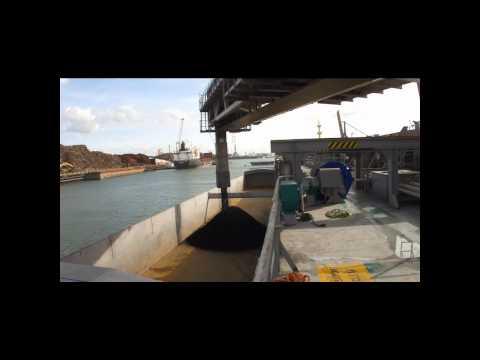 Gypsum Integrity discharging coal at Rotterdam.wmv