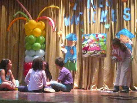 Obra de teatro por amor a mi familia en el colegio betania 2010