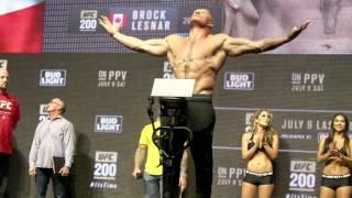 UFC 200: BROCK LESNAR VS. MARK HUNT WEIGH IN