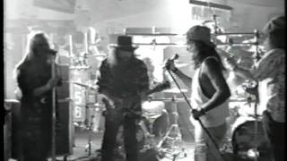 Watch Lynyrd Skynyrd Smokestack Lightning video