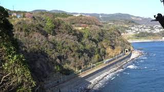 〔4K UHD cc〕伊豆急行・伊豆急行線:伊豆稲取~今井浜海岸駅間(伊豆稲取俯瞰)、8000系走行シーン。