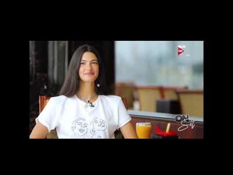 Tara Emad wearing Neya's T-shirt to support the blind – تارا عماد ترتدي تيشرت نيه لدعم للمكفوفين