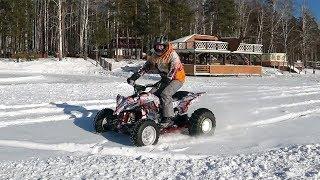 Yamaha Raptor (YFZ 450) гоняет по снегу на снежной резине
