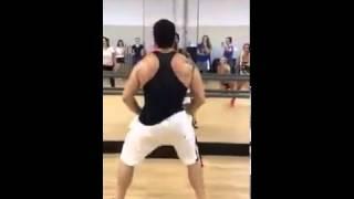 El hombre que baila como mujer :-)