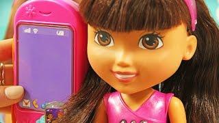 Fisher Price - Dora & Friends - Mówiąca Dora ze Smartfonem / Talking Dora & Smartphone - BHT48