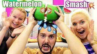 WATERMELON SMASH Challenge -Wassermelone macht KAAN NINA oder KATHI nass? Kaans Hose nass