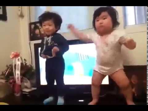 Смешной танец жениха с матерью