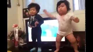 Смешные танцы детей(Смешные танцы детей Вот как надо отжигать., 2014-10-30T14:38:03.000Z)