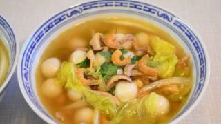 Glutinous rice balls soup, tong yuen/ Dango.  鹹湯丸