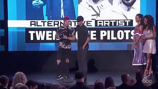 Twenty One Pilots Wins American Music Awards 2016
