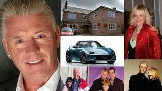 Derek Acorah - Lifestyle | Net worth | Books | houses | Wife | Family | Bio | show | Information