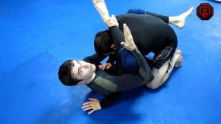 Удушение из гарда Ниндзя Чоук (Ninja Choke)(В этом видео боец Pride Team Ислам Кудайнетов и тренер Магомед Исаев покажут очень интересный и эффективный..., 2015-04-08T11:48:17.000Z)
