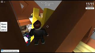 Roblox extreme hide and seek w/proguyplayz and derry bla