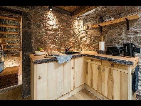 Фото примеры оформления стены на кухне камнем