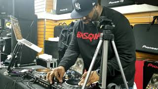 DJ Mell Starr touches the Pioneer DDJ-1000SRT and sets the deck on fire!