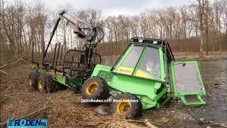 Tractor zakt weg in Vagevuur te Nietap Terheijl