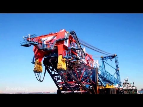 World's Largest Floating Crane Arrives in New York