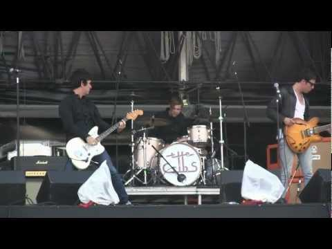 "The Cribs- ""We Were Aborted"" (HD) Live at Lollapalooza on August 8, 2010"