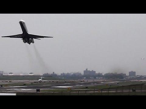 *SPECTACULAR DEPARTURE* Delta Air Lines McDonnell Douglas MD-88 [N926DL] Takeoff at LGA