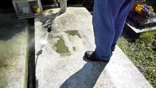 Čištění náhrobku tlakovou vodou