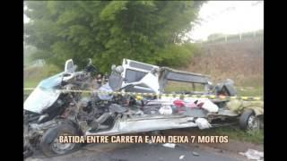 Batida entre carreta e van deixa sete mortos na BR-381