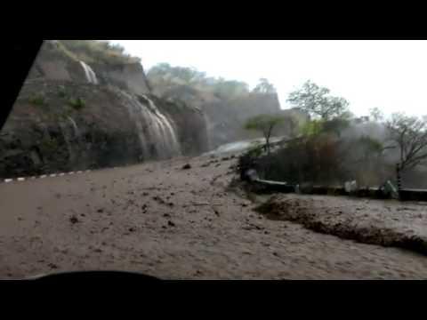 Massive Rain Water Flow On Shimla to Chandigarh Highway Mp3