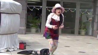 横浜ユーラシア館大道芸・オルゴール人形オリーブさん、少女時代、あこ...