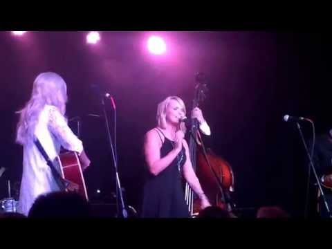 Watch Miranda Lambert's Surprise Duet With Ashley Monroe