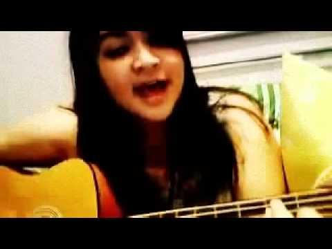 Cewek Cantik Keren main gitar