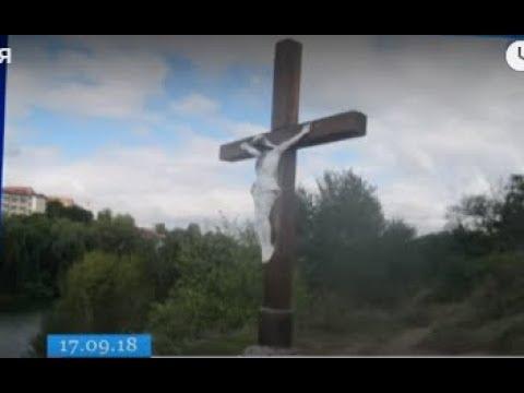 ТРК ВіККА: Чорне обличчя та надписи: в Умані пошкодили розп'яття Ісуса Христа