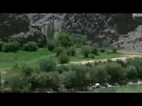 Warn for 800 years flood Minaret in Afghanistan