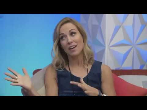 Sheryl Crow - Interview + Q&A on ET (9 June 2017)