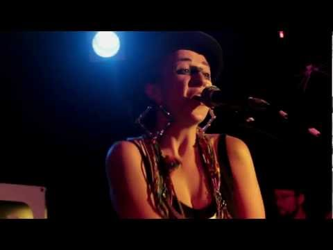 Hiatus Kaiyote - 'The World It Softly Lulls' (Live at 3RRR)