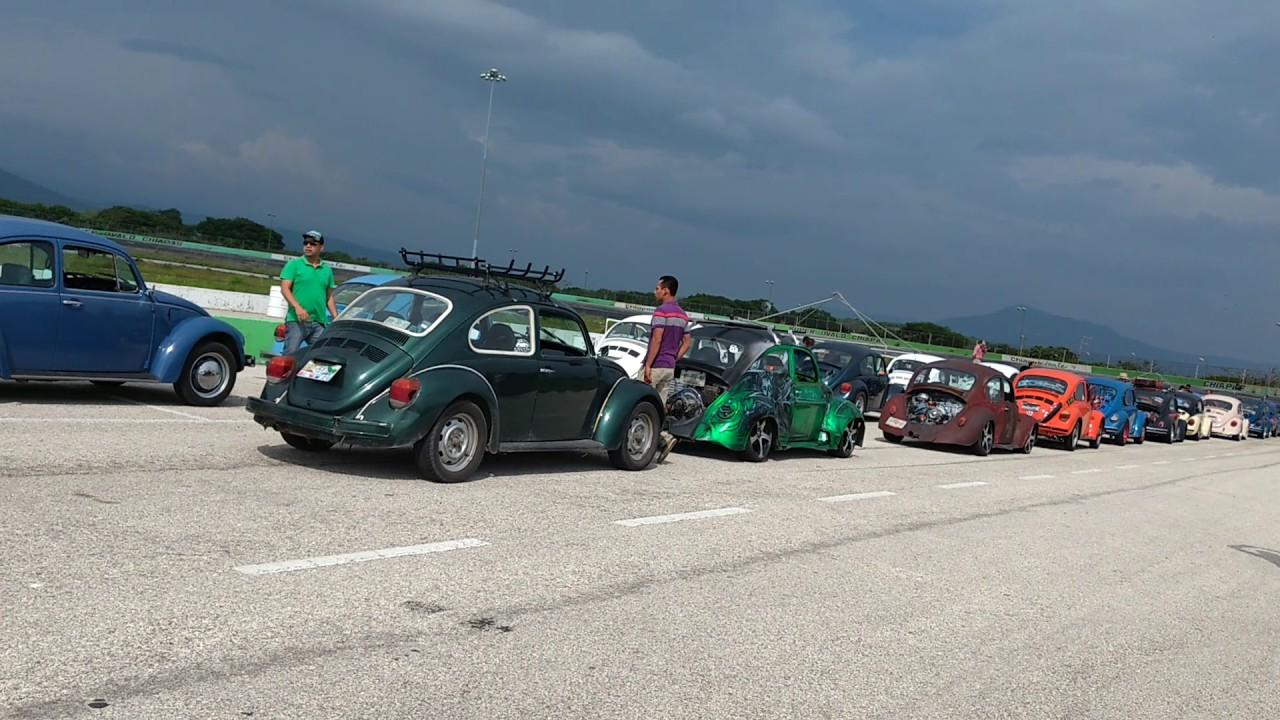 Caravana de vochos en el autódromo super ovalo chapas - YouTube