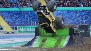 EarthShaker driver Peter Nyman wowed the crowd of more than 30000 i...